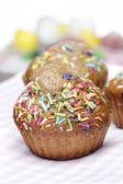 Heerlijke ingerichte muffins met selectieve aandacht — Stockfoto