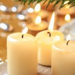 Beautiful golden candles. Christmas eve mood. Selective focus — Stock Photo