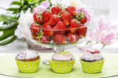 Glass bowl of strawberries — Stock Photo