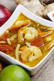 Tom yum kung is a simple and popular Thai hot and sour soup — Stock Photo