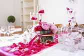 Stunning wedding decoration made of pink and red roses. — Stock Photo