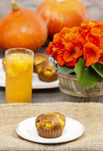 Muffins on wooden table in autumn setting — Stock Photo