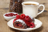Swiss roll (roulade) with raspberries on white plate. — Stockfoto