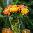 Bouquet of stunning orange roses in transparent glass vase — Stock Photo
