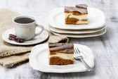 Piece of toffee and vanilla cake — ストック写真