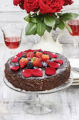 Chocolate cake with strawberries. Birthday party table — Stock Photo