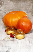Orange pumpkins and lanterns on wooden table. Autumn setting — Stock Photo