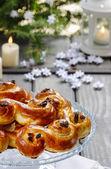 Swedish christmas. Traditional swedish buns in christmas setting — Stok fotoğraf