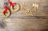 Guirnalda de navidad sobre fondo de madera. copia espacio — Foto de Stock