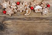 Christmas cookies op houten achtergrond — Stockfoto