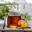 Cup of tea in beautiful christmas setting. Fir branch and white — Stok fotoğraf