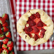 Strawberry galette. Summer pie filled with fresh juicy fruits — Stock Photo