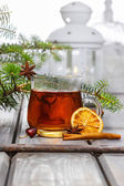 Cup of tea in beautiful christmas setting. Fir branch and white — Stock Photo