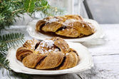 Festive braided bread on wooden table. Beautiful christmas set — Stockfoto