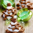 Gingerbread christmas tree on wooden table. Beautiful xmas set — Stock Photo