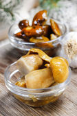 Pickled mushrooms in transparent glass bowl — Stock Photo