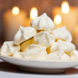 White meringues in christmas setting. Selective focus — Stock Photo
