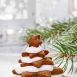 Gingerbread christmas trees. Beautiful xmas dessert — Stock Photo #41357895