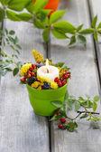 Portacandele decorati con altre piante e fiori d'autunnali. — Foto Stock