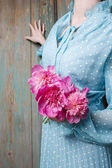 Woman holding bouquet of pink peonies — Stock Photo