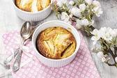 Apple pie in ceramic bowl — Stock Photo