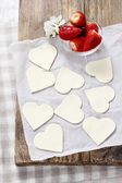 Making puff pastry cookies in heart shape filled with strawberri — Stock Photo