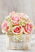 Bouquet of pink roses in wooden shabby chic box. Copy space — Stock Photo