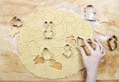 Preparing easter gingerbread cookies. Steps of making pastry. — Zdjęcie stockowe