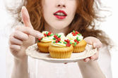 Woman serving cupcakes — Stock Photo