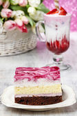 Layer cake with pink icing. Cup of strawberry milkshake decorate — 图库照片
