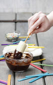 Preparing chocolate dipped bananas dessert — Stockfoto