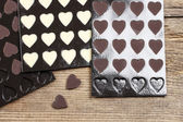 Rows of homemade chocolate hearts — Stockfoto