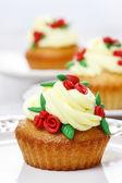 Beautiful rose cupcake — Стоковое фото