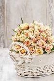 Bouquet of roses in wicker basket — Stockfoto
