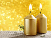 Golden candles. Gold glittering christmas lights. Blurred abstra — Foto de Stock
