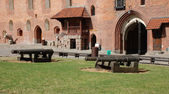 Malbork.Poland.Cannons in the courtyard of the castle. — Stock Photo