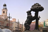 The statue of bear and strawberry tree in Madrid, Spain — Stock Photo