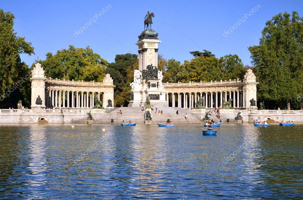 Estanque grande in retiro park in madrid spain stock Estanque grande