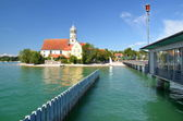Picturesque view on church in Wasserburg on Lake Bodensee, Germany — Stock Photo