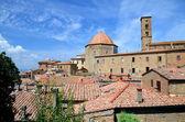 потрясающий вид на старый город вольтерра в тоскане, италия — Стоковое фото