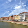 Picturesque colorful historic buildings along Arno river in Pisa, Italy — Stock Photo