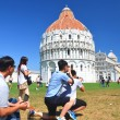 Tourists on Square of Miracles visiting Leaning Tower in Pisa, Italy.  — Stock Photo