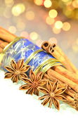 Christmas season, cinnamon sticks, anise stars on bokeh background — Foto Stock