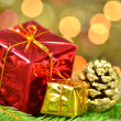 Christmas decoration, Christmas presents against bokeh background — Stock fotografie