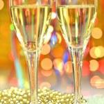 due bicchieri di champagne su sfondo bokeh — Foto Stock #37555959
