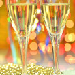 Two glasses of champagne against bokeh background — Stockfoto