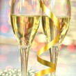 Two glasses of champagne against bokeh background — Stok fotoğraf