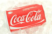 Can of Coca-Cola drink on ice — ストック写真