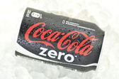 Can of Coca-Cola Zero drink on ice — ストック写真