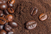 Coffee beans and ground coffee background — Stock Photo